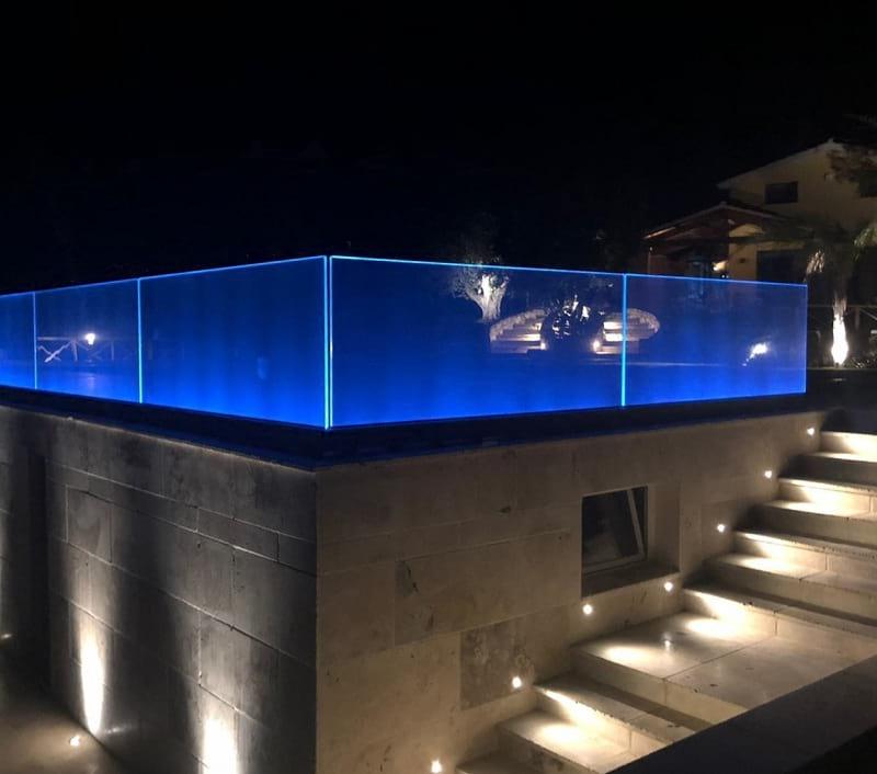 Balcone con vetro e led